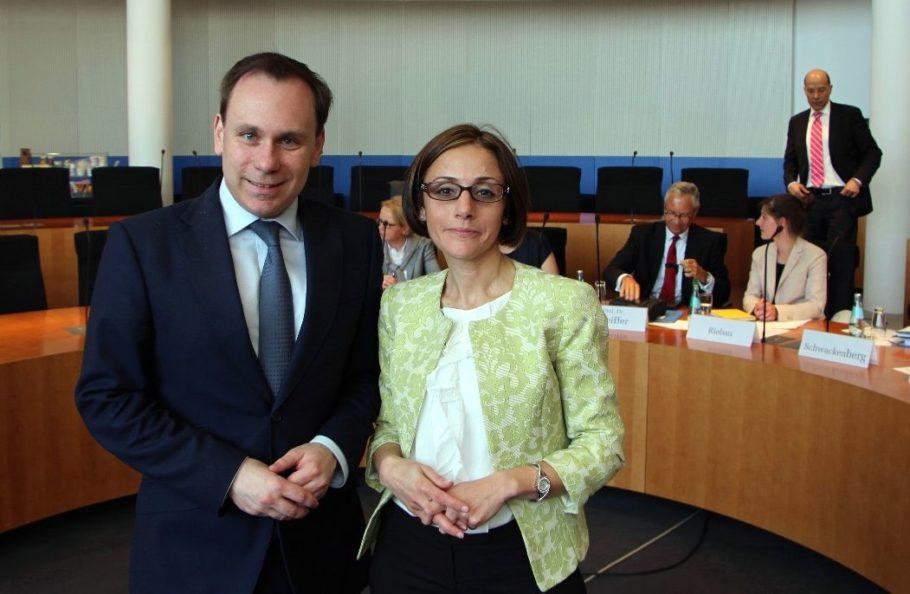 Nazan Simsek und Volker Ullrich bei der Experten-Anhörung im Bundestag.